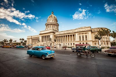 Bild HAVANA, Kuba - 7. Juni 2011: Alte klassische amerikanische Auto fährt in f