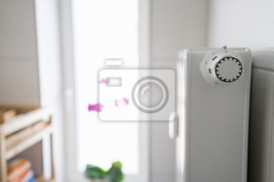 Heizung mit thermostat im badezimmer leinwandbilder • bilder ...