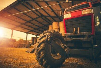 Bild Heuhaufen und Traktor