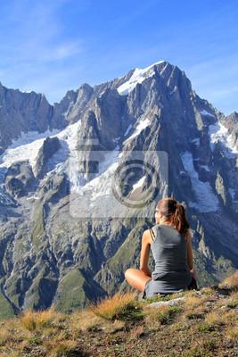 Hiker Frau durch Panoramablick fasziniert