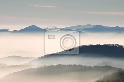 Hill Landschaft mit Nebel