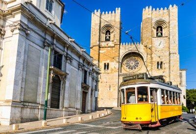 Bild Historic yellow tram of Lisbon, Portugal