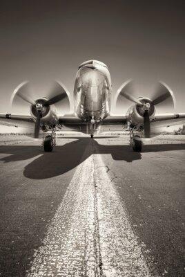 Bild historische Flugzeuge warten auf Start auf einer Piste