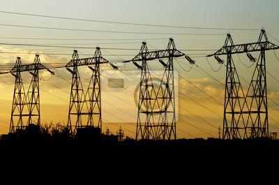 Hochspannungstürme Macht bei Sonnenuntergang