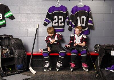 Bild Hockey Arena Boys in Rink Dressing Room
