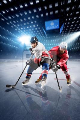 Hockey Spieler schießt den Puck und Angriffe