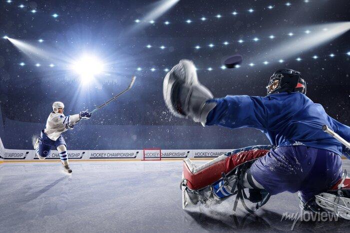 Bild Hockey Spieler schießt den Puck und Angriffe