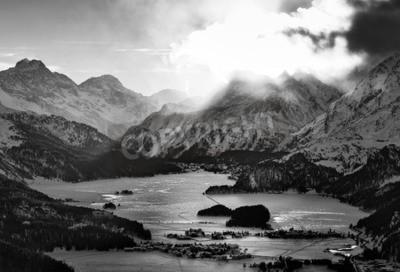 Bild Hohe Sicht auf das Tal mit den Engadiner Sils Maria Hassdörfern, wo er den Philosophen Nietzsche lebte