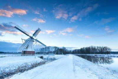 Bild Holländische Windmühle im Schnee Winter