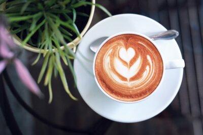 Bild hot latte coffee in cafe restaurant