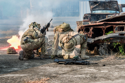 Bild Infanteriesoldat der Elite-Spezialeinheit während des Krieges im Krieg.