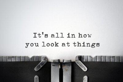 Bild Inspirierend Zitat auf einer alten Schreibmaschine getippt.