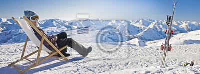Bild Jeune femme au ski Entspannungspolitik, Panorama