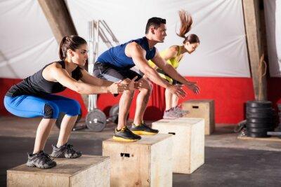 Bild Jumping exercises at a gym