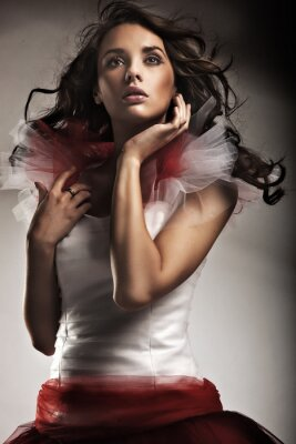 Junge Dame mit wunderschönen Kleid