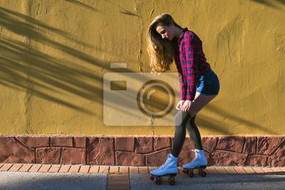 Bild Junge Frau in Rollschuhen