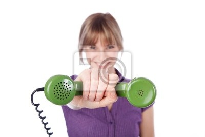 Junge Frau mit Telefonhörer