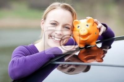 junge frau spart Markt auf neues Auto