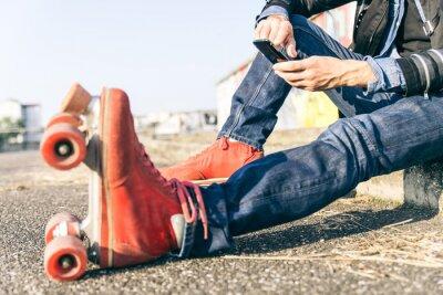 Bild Junge Skater Junge mit Smartphone