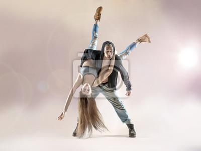 Junge Tänzer üben zum Wettbewerb