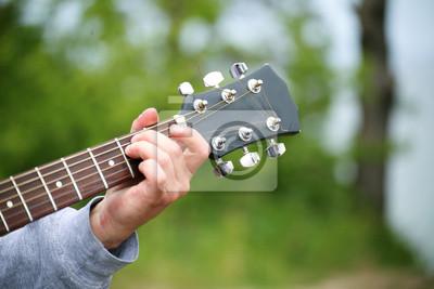 Bild Jungen Hand mit einer Gitarre
