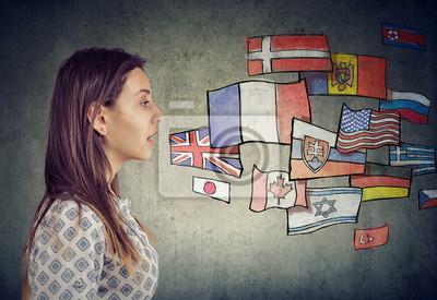 Bild Junger Mann, der verschiedene Sprachen lernt