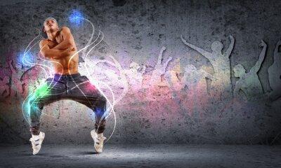 Bild junger Mann tanzt Hip-Hop mit farbigen Linien