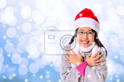 Junges Mädchen im Winter Kälte mit Textfreiraum