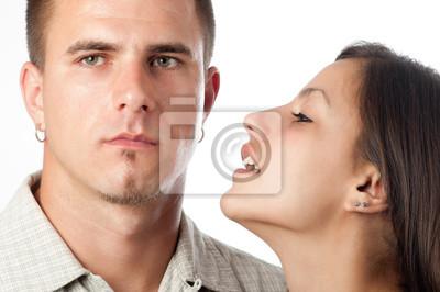 Junges Paar Interaktion isoliert auf weiß