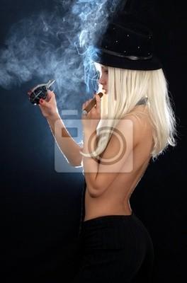 Kabarett Mädchen mit Zigarre und Granate