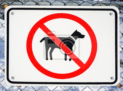 Keine Hunde erlaubt Zeichen auf einem Zaun