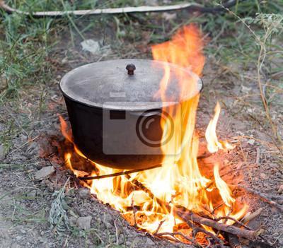 Bild Kessel auf dem Feuer auf die Natur