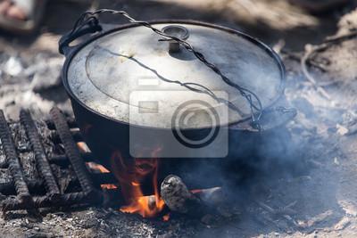 Bild Kessel auf einem Feuer in der Natur