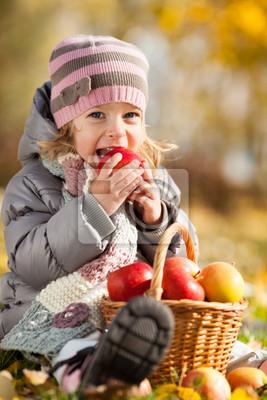 Kid Essen roten Apfel