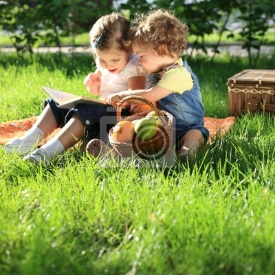 Kinder auf Picknick