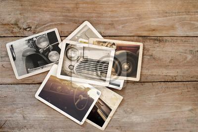 Bild Klassische Auto-Fotoalbum auf Holztisch. Sofortiges Foto der Polaroidkamera - Weinlese und Retro Art