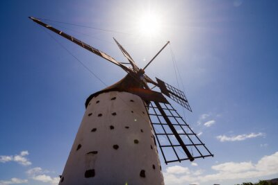 Bild Klassisches Vintages Windmühlen-Gebäude