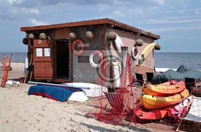 Kleine Bootsstation an der Ostseestrand.