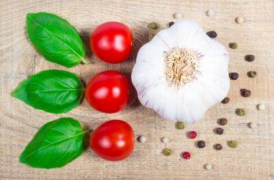 Bild Knoblauch, Tomaten und Basilikum. Nahansicht.