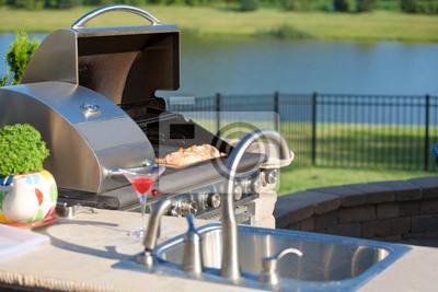 Outdoor Küche Grill : Kochen cedar lachse auf dem grill in der outdoor küche