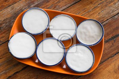 Kokosmilchcurry in kleinem Porzellan