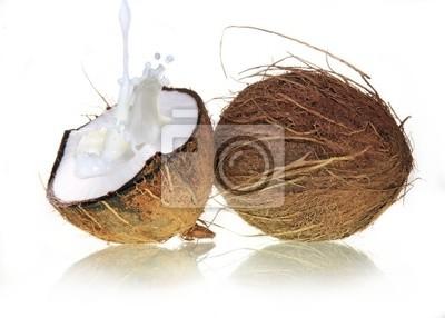 Kokosnuss mit Milchspritzen
