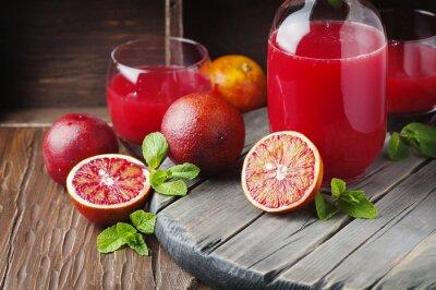 Bild Köstlicher Saft mit roten Orangen und Minze