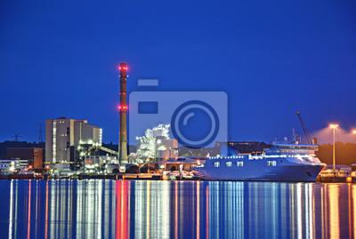 Kraftwerk-und Frachtschiff in Kiel
