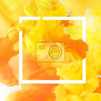 Bild kreatives Design mit fließender gelber und orange Farbe im Rahmen des weißen Quadrats