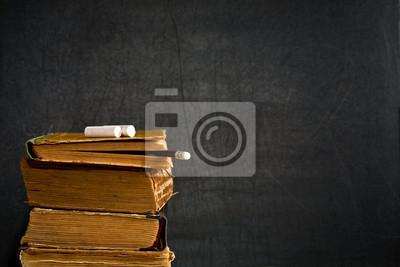 Kreide und Bleistift auf alten Lehrbuch
