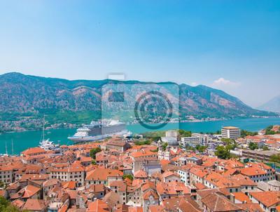 Kreuzfahrtschiff Im Hafen Von Kotor Montenegro Leinwandbilder