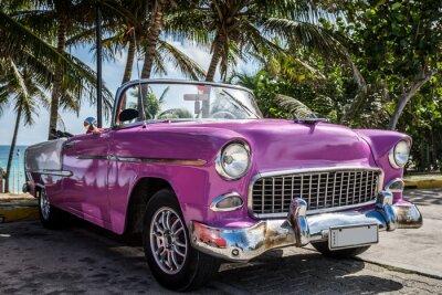Bild Kuba Varadero Oldtimer parkt in der Nähe vom Strand