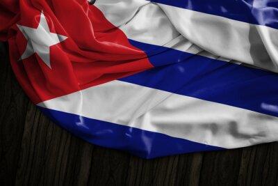 Bild Kubanische Flagge auf Holztisch