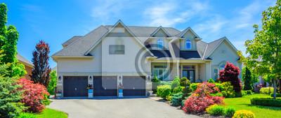Bild Kundengebundenes Luxuxhaus in den Vororten von Toronto, Kanada.